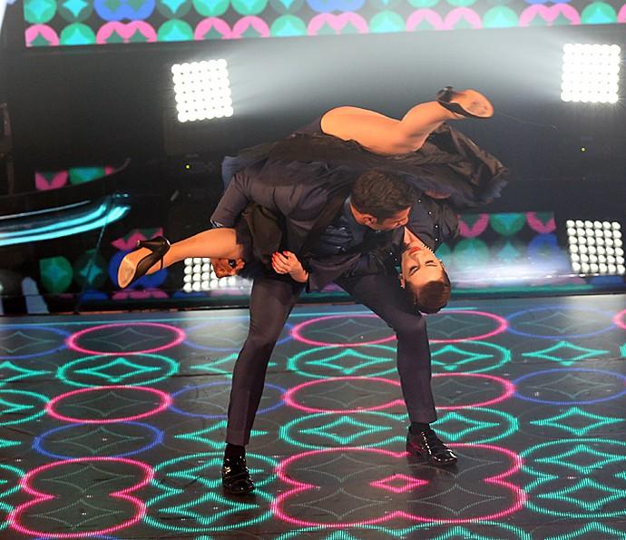 Sophia Abrahão no meio de uma das suas piruetas no rock do 'Dança dos Famosos' (Foto: Carol Caminha / Gshow)