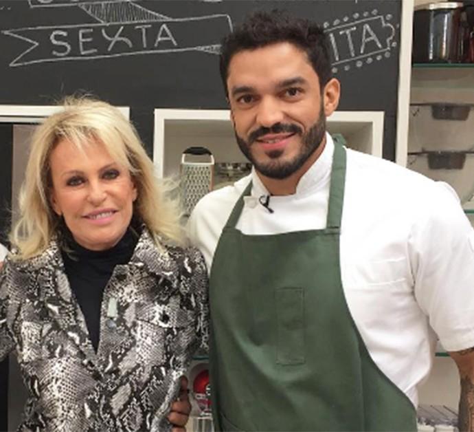 Chef Thiago Castanho ao lado de Ana Maria Braga nos bastidores do 'Super Chef' (Foto: Arquivo pessoal)