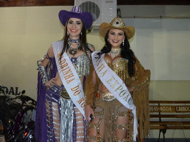 As rainhas da Expoac 2015 vão passar a faixa para as vencedoras do concurso de 2015. (Foto: Magda Oliveira/G1)