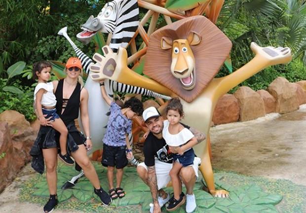 Dentinho e família no Beto Carrero World (Foto: Reprodução/Instagram)