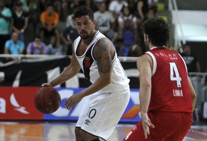 Damián Palacios, camisa 10 do Vasco, fez cesta épica (Foto: Paulo Fernandes/Vasco.com.br)