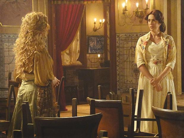 Neusinha força Diva a admitir que ela não se saiu tão mal assim (Foto: Lado a Lado / TV Globo)