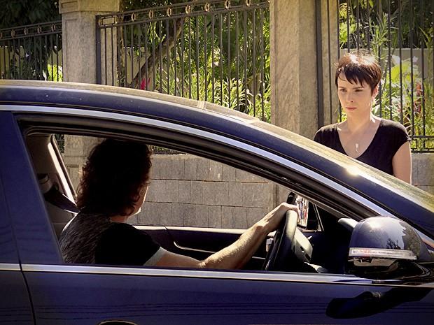 Max (Marcello Novaes) diz para Nina (Débora Falabella) que sabe sua identidade (Foto: Avenida Brasil/TV Globo)