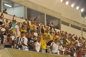 Bom público compareceu na Arena da Floresta para torcer para o Náuas (Foto: Francisco Rocha)