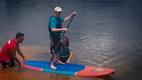 Aos 93 anos, Seu João se aventura no stand up paddle; conheça essa história