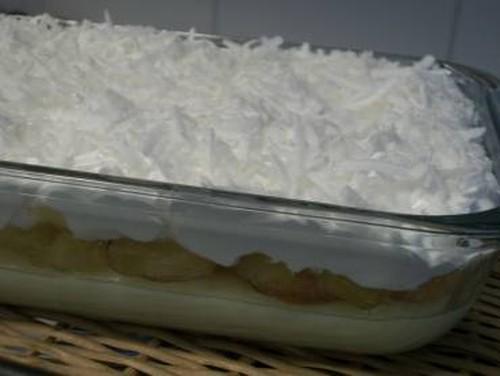 Pavê de abacaxi com marshmallow e coco fresco