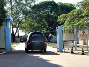 Vítimas de queda de avião chegam em Campo Grande (Foto: Gabriela Pavão/ G1 MS)