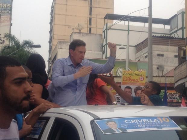 Crivella fez campanha em Nova Iguaçu (Foto: Marcelo Elizardo/ G1)
