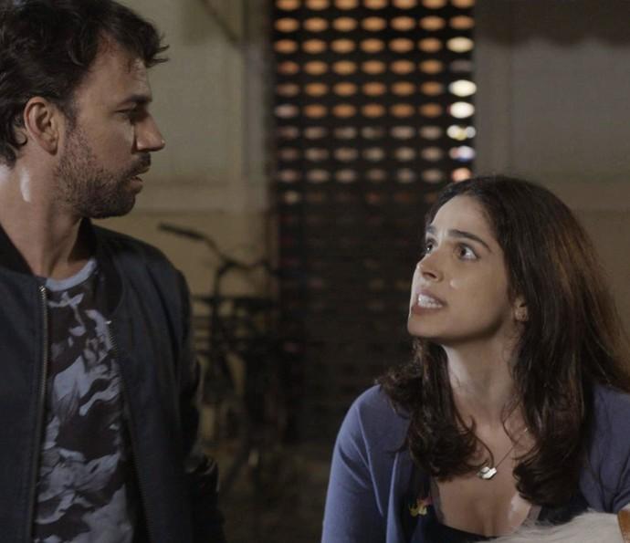 Shirlei exige que Guto solte Adônis (Foto: TV Globo)