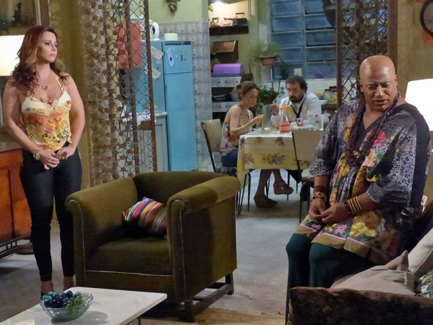 Xana coloca um ponto final na amizade com Naná  (Foto: Talita Batista/Gshow )
