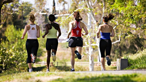 mulheres correndo aquecimento euatleta (Foto: Getty Images)