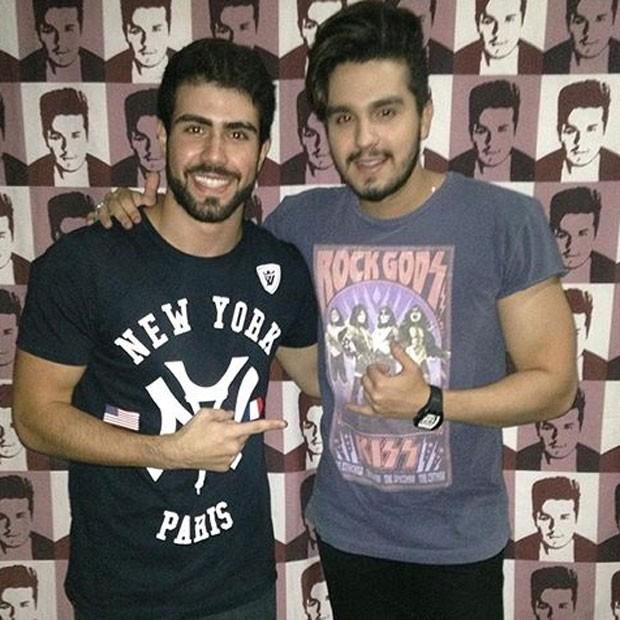 Ex-BBB Juliano Laham e Luan Santana em show na Zona Oeste do Rio (Foto: Instagram/ Reprodução)