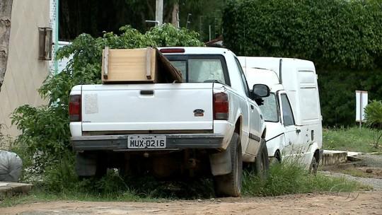 Veículos abandonados em ruas causam transtornos