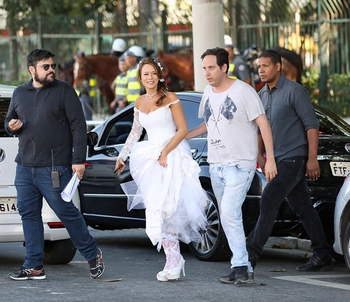 A equipe de 'Haja Coração' parou São Paulo para gravar a sequência com a nossa noivinha (Foto: Carol Caminha/Gshow)