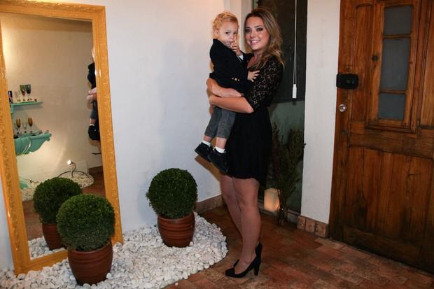 Davi Lucca, filho de Neymar, e a mãe Carolina Dantas (Foto: Manuela Scarpa /Foto Rio News)