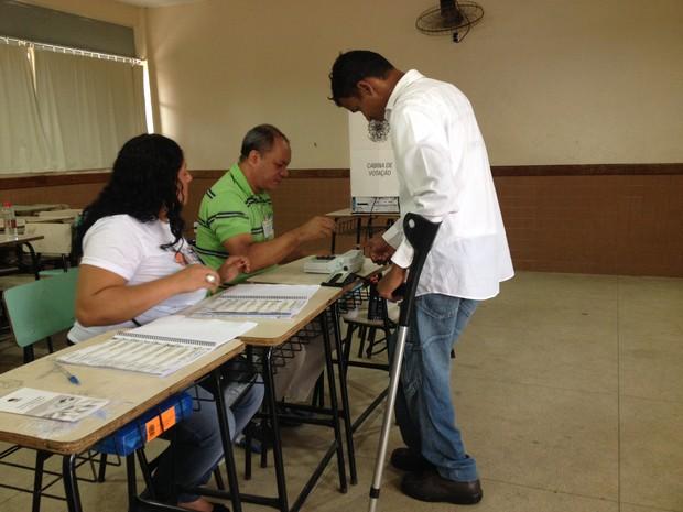 É bom termos o direito por igual de votar e ter esse acesso fácil às urnas, disse o eleitor (Foto: Gaia Quiquiô/G1)
