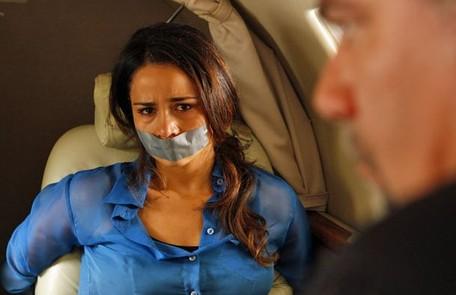 Sem saber que Lívia é a grande vilã, Morena é capturada por Russo e volta obrigada para a Turquia Divulgação/TV Globo