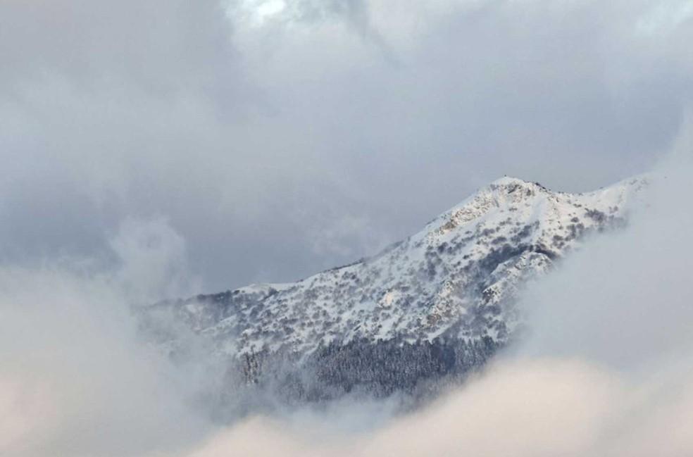 Montanha vista da estrada que vai a Monterale após série de terremotos que atingiram a região central da Itália, na quarta-feira (18)  (Foto: Andreas Solaro / AFP )