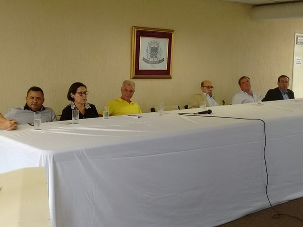 Novos secretários foram empossados na tarde desta quinta-feira (5), no auditório da prefeitura de Valadares. (Foto: Diego Souza/G1)