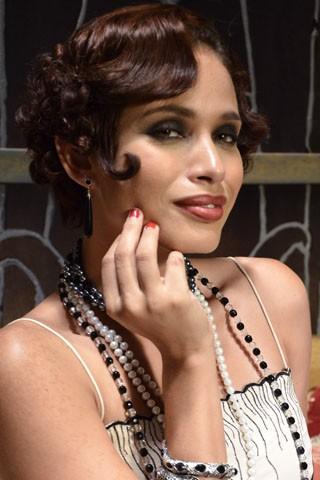 """Rhavine Chrispim caracterizada como """"mulher-dama"""" em Gabriela (Foto: TV Globo / Raphael Dias)"""