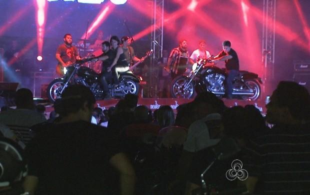 Primeira noite do Encontro de Motos reúne pessoas de vários estados em Roraima (Foto: Roraima TV)
