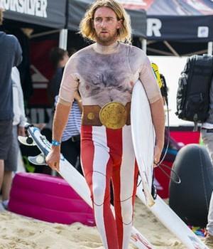 Matt Wilkinson vestido de Obelix, uma homenagem aos gauleses na etapa da França (Foto: Kirstin Scholtz/WSL)