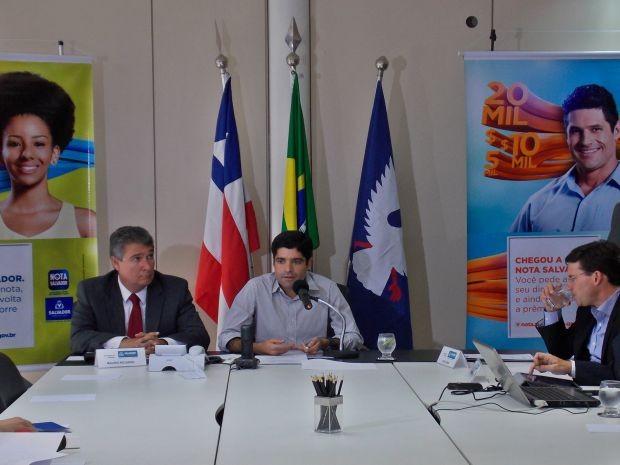 Prefeito ACM Neto e secretário da Fazenda Mauro Ricardo apresentam o Nota Salvador (Foto: Maiana Belo / G1 Bahia)