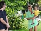 Adriane Galisteu curte fim de semana em família no Guarujá