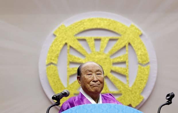 Reverendo Moon durante sua festa de aniversário de 91 anos em fevereiro de 2011. (Foto: Jo Yong-Hak/Reuters)
