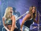 Claudia Leitte ganha tapinha no bumbum de Ivete Sangalo em show