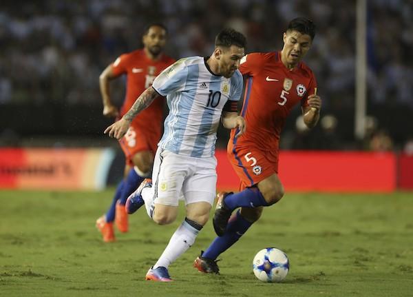 Lionel Messi em ação pela Argentina (Foto: Getty Images)