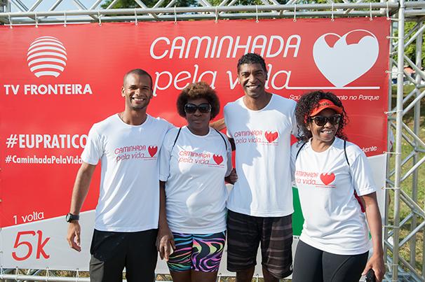 Público aproveitou o evento para tirar fotos com os atletas (Foto: Rodrigo Oliveto)
