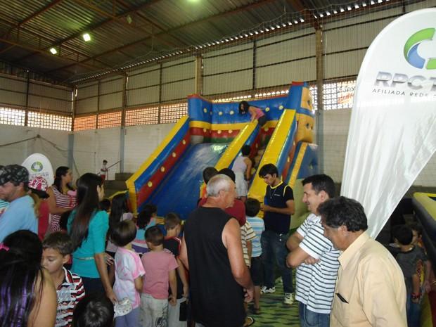 Brinquedos infláveis foram a grande atração do dia para os pequenos (Foto: Divulgação/RPC TV)