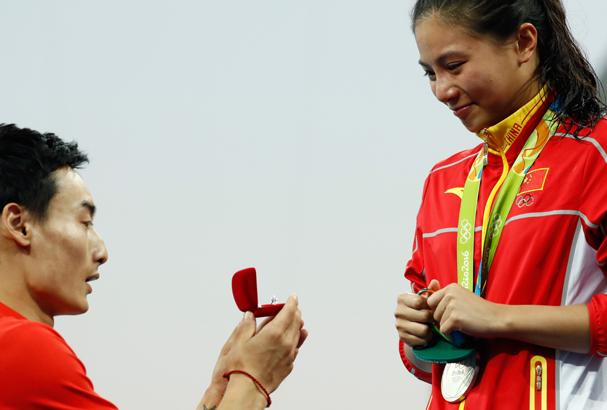 Além de ganhar medalha de prata, ainda foi pedida de casamento  (Foto: Clive Rose / Getty Images)