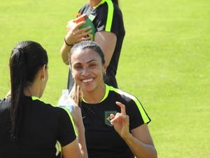 Marta treino seleção feminina olimpíada futebol (Foto: Cintia Barlem)