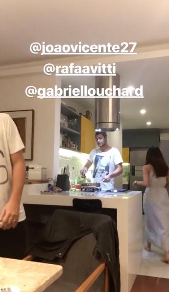 Raffa Vitti preparou o jantar (Foto: Instagram/Reprodução)