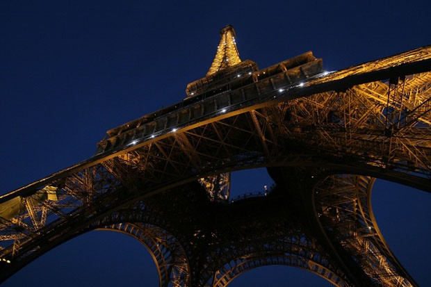 PARIS - AUGUST 21:  Scenic view of the Eiffel Tower photographed on August 21, 2007 in Paris, France.  (Photo by Bruce Bennett/Getty Images) (Foto: Getty Images)