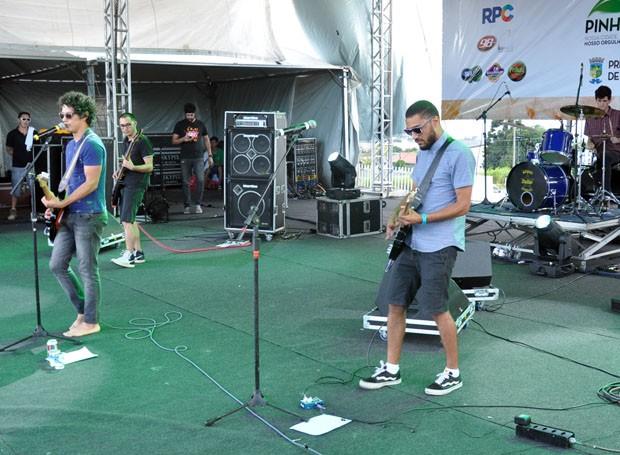 Na sequência, La Vantage trouxe muito rock para o público (Foto: Roger Santmor/RPC)