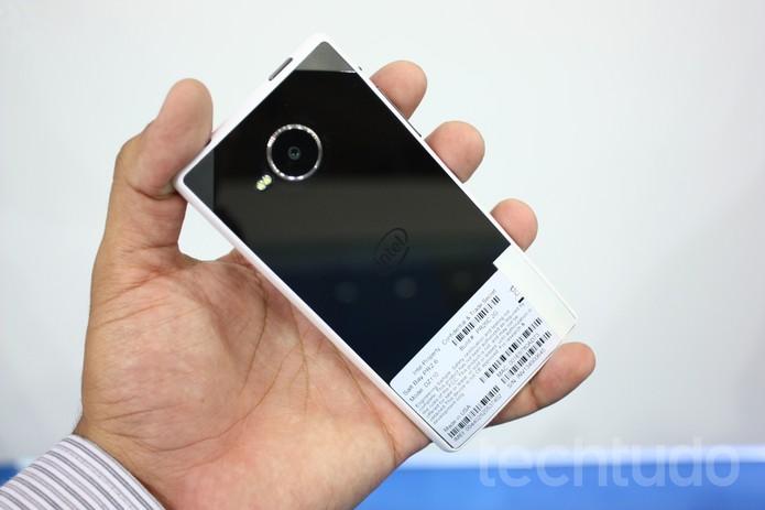 Protótipo de smartphone usa novo chip dual-core da Intel (Foto: Allan Melo / TechTudo)
