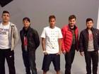 Neymar brinca com amigos em foto
