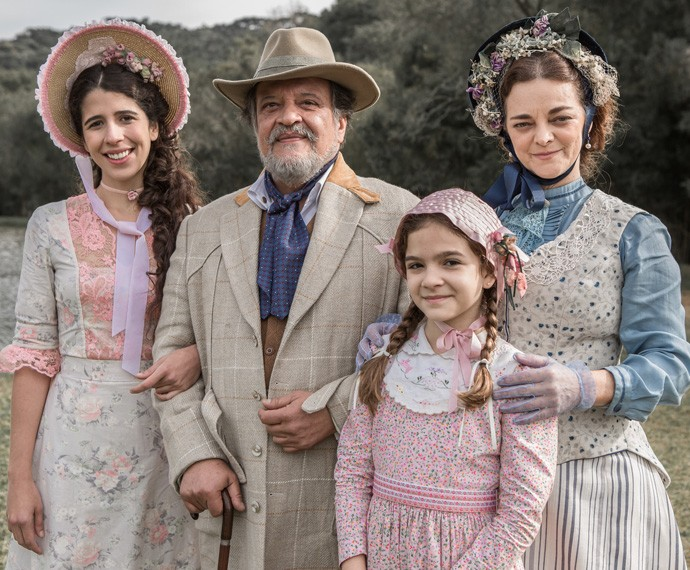 Bianca, Massimo, Felícia e Salomé vão viver momentos divertidíssimos (Foto: Fábio Rocha/Gshow)