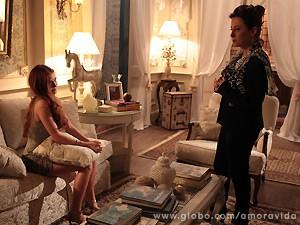 Nicole conta a Lídia que está encantada por Thales (Foto: Amor à Vida / TV Globo)