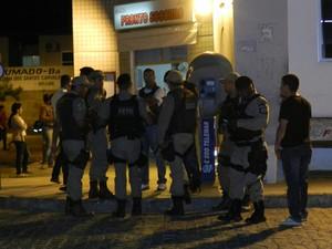 Quatro pessoas morreram em confronto com a polícia na noite de segunda-feira, em Brumado (Foto: Fabiano Neves / site Destaquebahia.com.br)