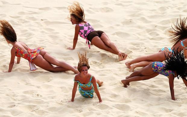 cheerleaders no vôlei de praia em Londres (Foto: Getty Images)