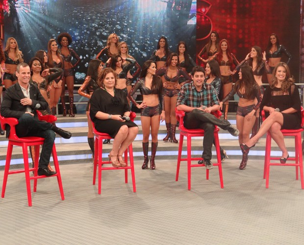 Ex-participantes analisam desempenho dos famosos no Dan&#231;a 2012 (Foto: Doming&#227;o do Faust&#227;o / TV Globo)