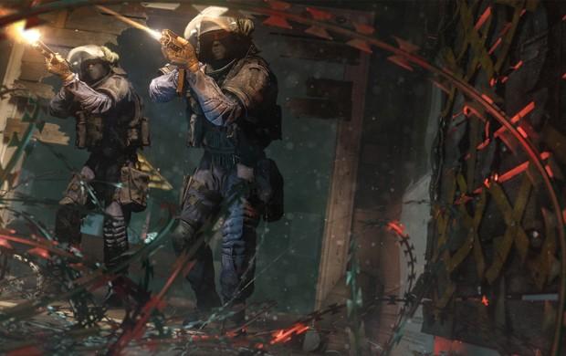 Em 'Rainbow Six Siege', equipes se revezam entre invadir e defender objetivos. É possível explodir paredes e plantar armadilhas, como arame farpado (Foto: Divulgação/Ubisoft)