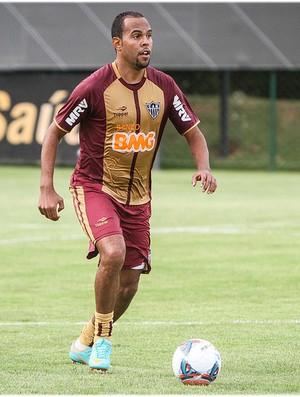 Alecsandro participa do treino na Cidade do Galo (Foto: Bruno Cantini / Site Oficial do Atlético-MG)