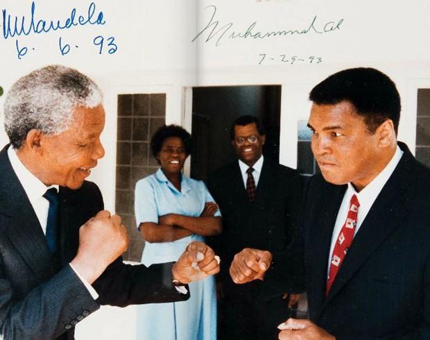 Foto de Muhammad Ali com Mandela (Foto: Divulgação)