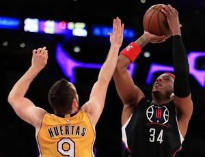 Marcelinho Huertas e Paul Pierce Lakers x Clippers NBA (Foto: Getty)