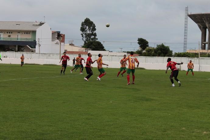 Petrolina e Flamengo fazem primeiro jogo do Campeonato amador  (Foto: Emerson Rocha)